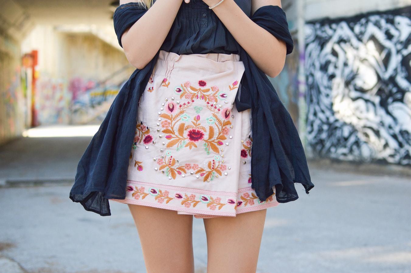 Váy ngắn Quảng Châu - Biểu tượng sự tự do của phái nữ